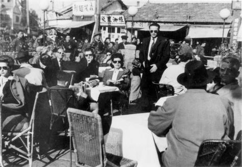 Jewish refugees_cafe